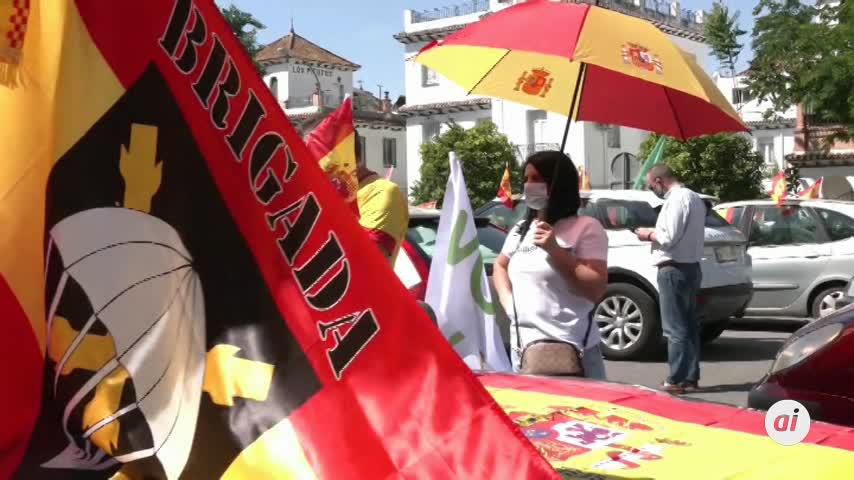 Cientos de vehículos siguen en Sevilla la protesta contra el Gobierno