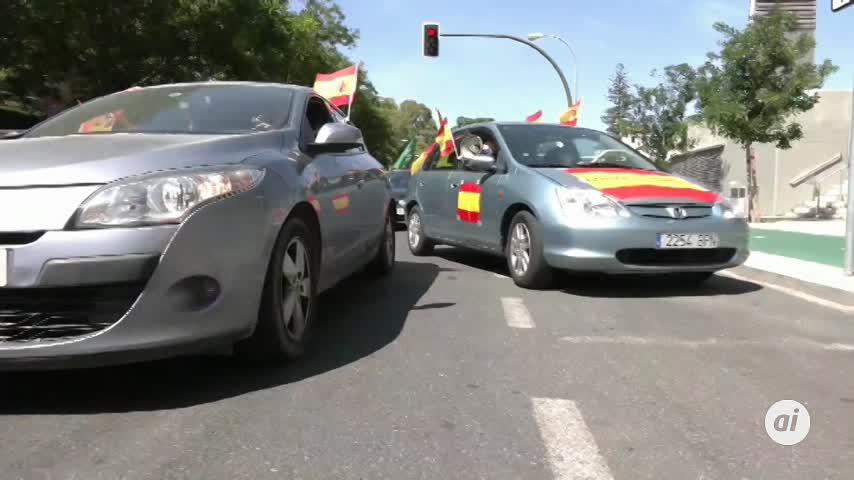 Más de 10.000 vehículos se suman en Andalucía a las caravanas de Vox