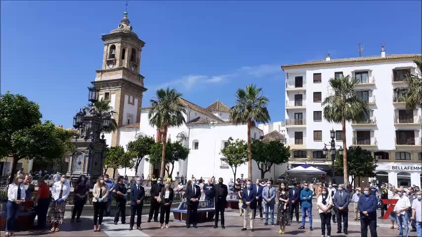 Silencio en la Plaza Alta, en Algeciras, por las víctimas del Covid-19