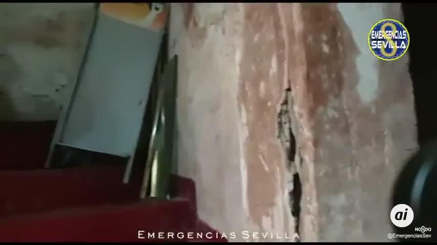 Desalojan un edificio en el barrio de Triana por riesgo de derrumbe