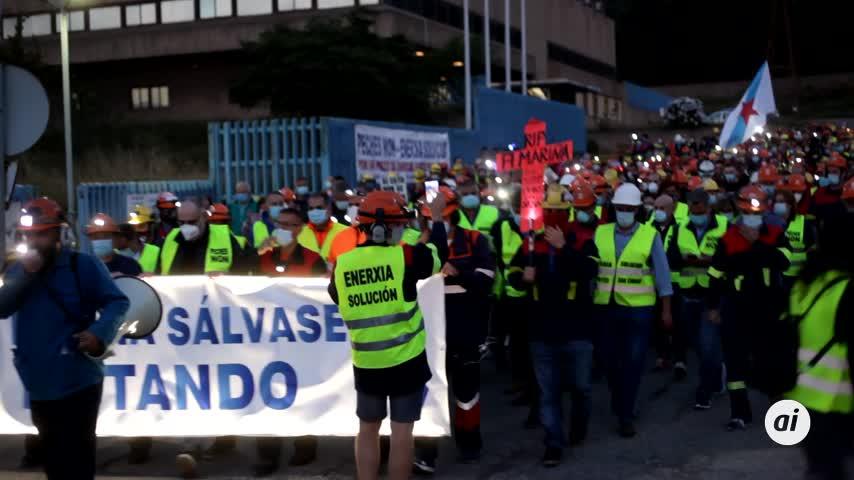 Multitudinaria marcha nocturna clama contra los despidos de Alcoa