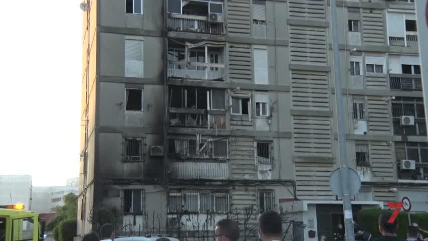 Un seto en llamas lleva el pánico a los vecinos de Las Torres