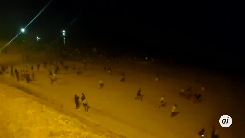 La Policía desaloja la playa de Santa María en la noche de San Juan