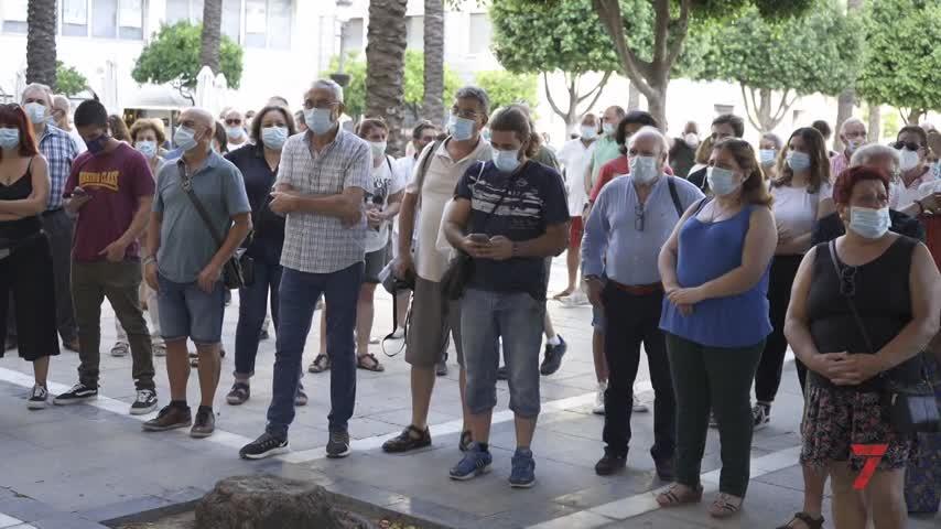 'Jerez por lo público' debuta con concentración en la Plaza del Arenal