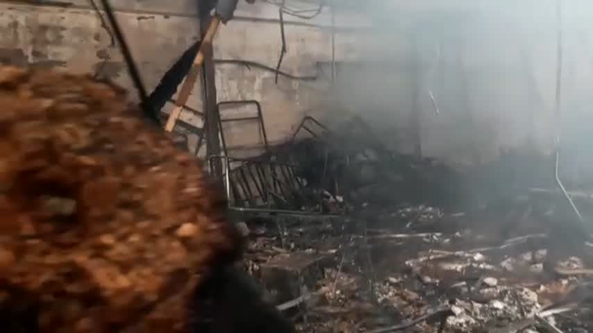 Incendio en una nave de decoración de avenida de los Descubrimientos