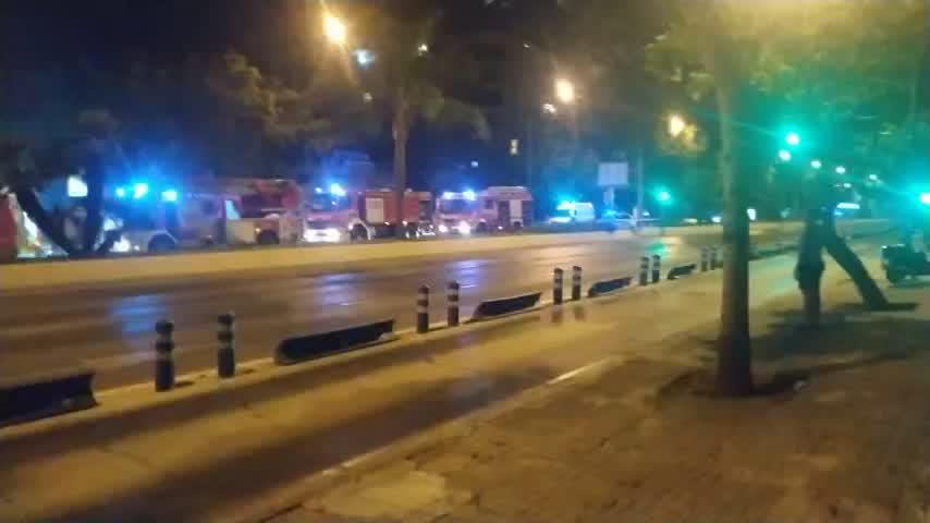 Bomberos sofocan un incendio en un local en la avenida de Andalucía