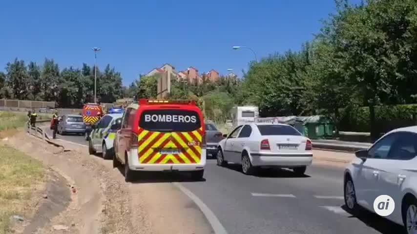 Herido leve al perder el control de su coche en Sevilla Este
