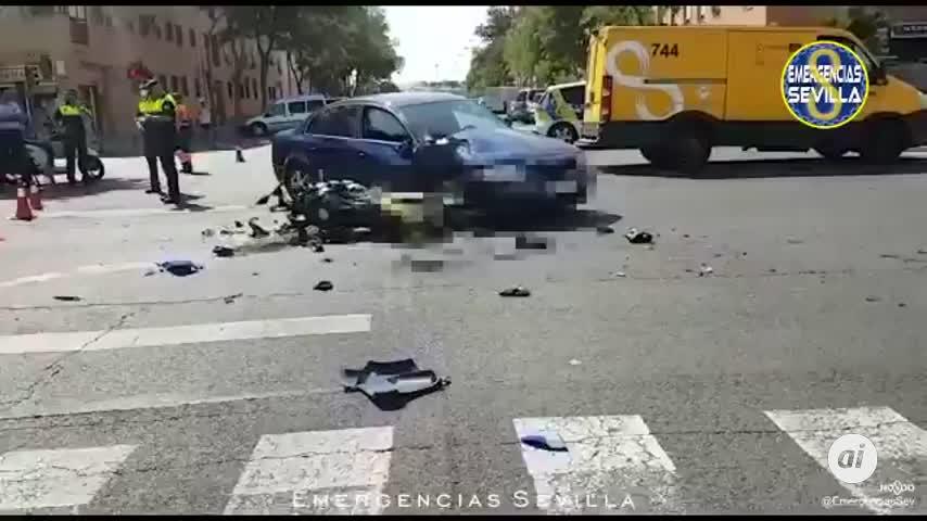 Un motorista de 34 años, grave al empotrarse contra un coche