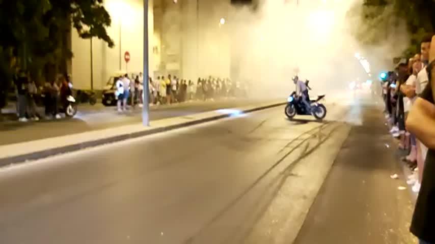 Carreras ilegales de motos en las calles de Jerez en plena pandemia