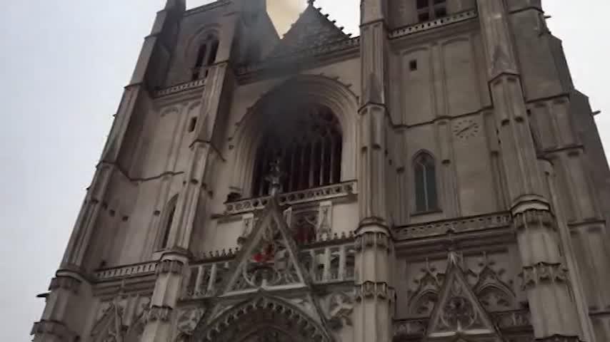 Sospechan del origen criminal del incendio en la catedral de Nantes