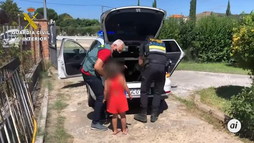 La Guardia Civil auxilia a una niña de 7 años abandonada por la pareja