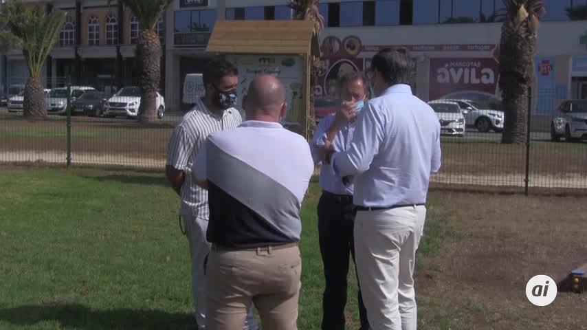 Román inaugura el primer parque de esparcimiento canino en Chiclana