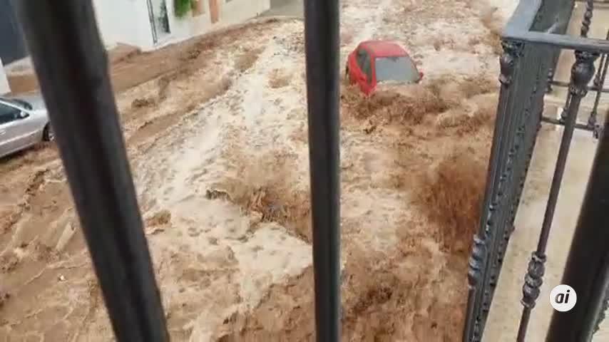 """La lluvia provocó """"daños innumerables"""" en el casco urbano de Estepa"""