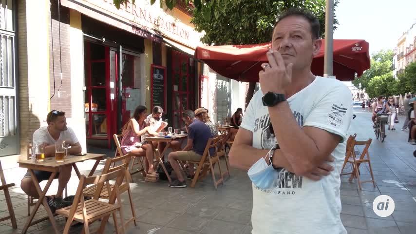 Un juez anula la orden de Madrid que prohíbe fumar en la vía pública