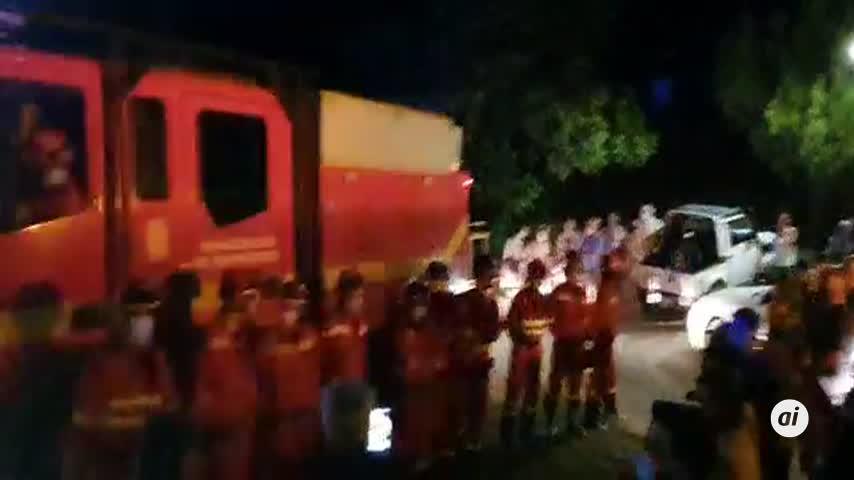 Vecinos de La Zarza se unen en un emocionante aplauso para despedir a la UME