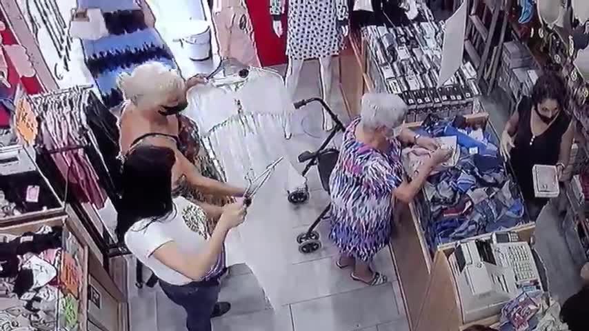 La Policía detiene a dos mujeres que robaron a una persona mayor en una tienda