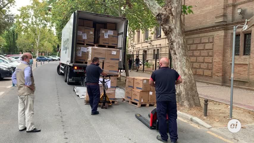 Sevilla recibe 622.000 mascarillas para ayuntamientos y familias más necesitadas