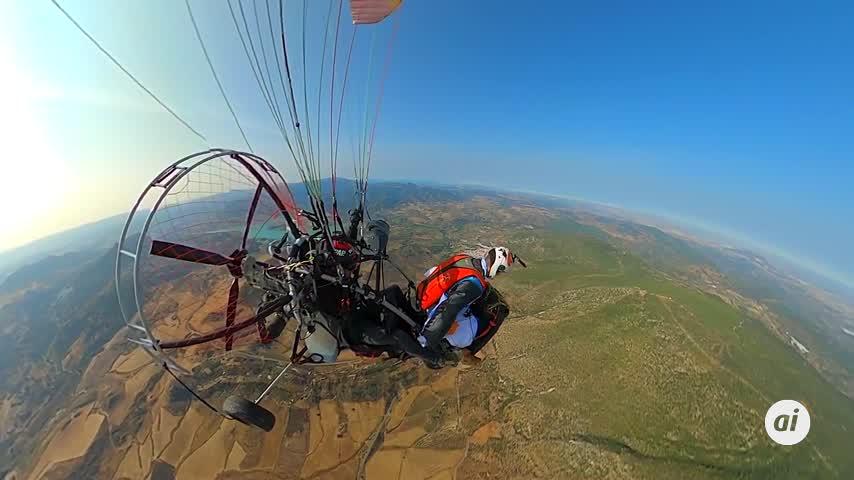 David Tejeiro, de Málaga, 1º mundial en pirueta extrema con parapente y alas