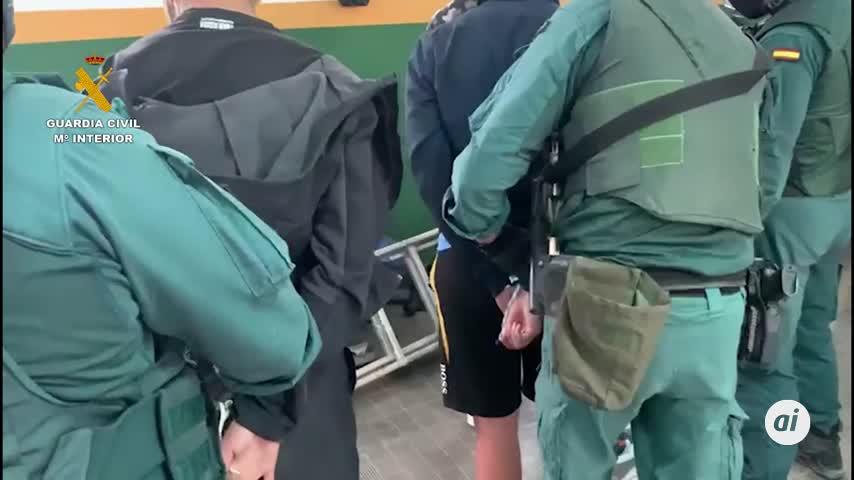 Quince detenidos en un alijo en Marbella tras embestir a la Guardia Civil