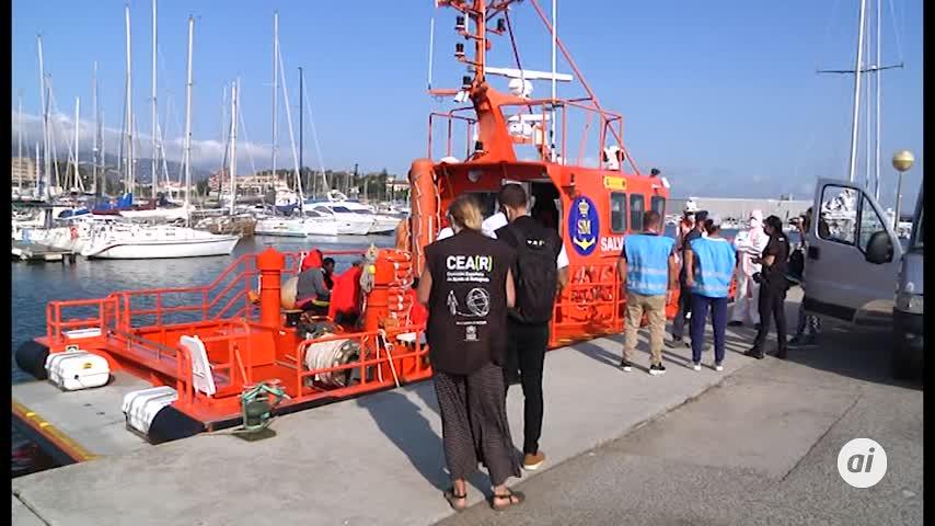 Rescatados diez inmigrantes de una patera en el Estrecho