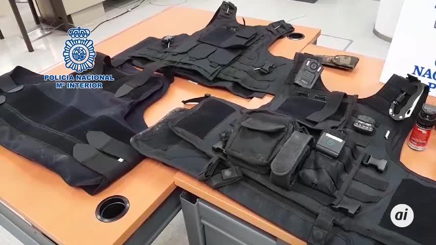 Detenido al ejercer ilegalmente de vigilante de seguridad con armas en una finca