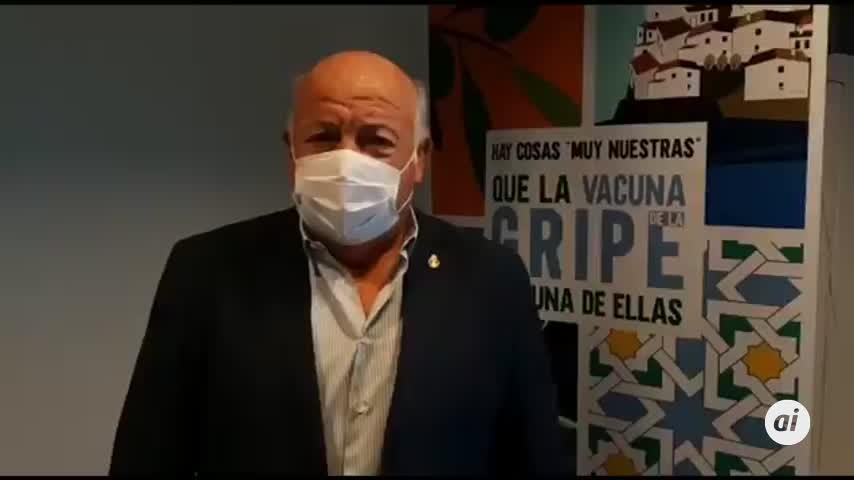 El consejero de Salud, Jesús Aguirre, de los primeros en vacunarse de la gripe