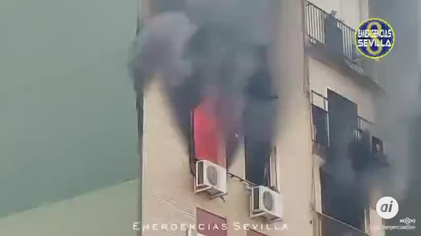 Declarado un incendio en la quinta planta de un bloque de pisos de Montequinto