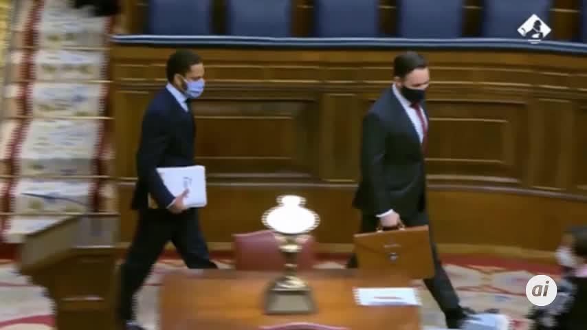 Once horas de debate ponen fin a la primera sesión de la moción de Vox
