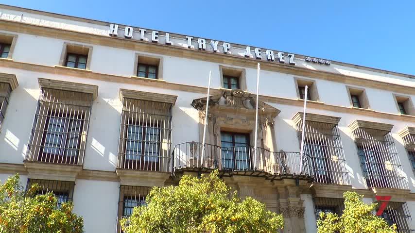 """Varios hoteles echan el cierre y la hostelería se queda """"fuera de juego"""""""