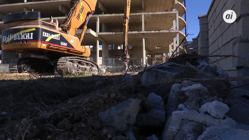 Comienza en Jerez la demolición de la estructura del palacio de congresos