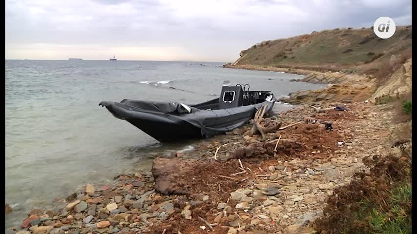 Una narcolancha permanece varada durante varios días en la costa de Algeciras