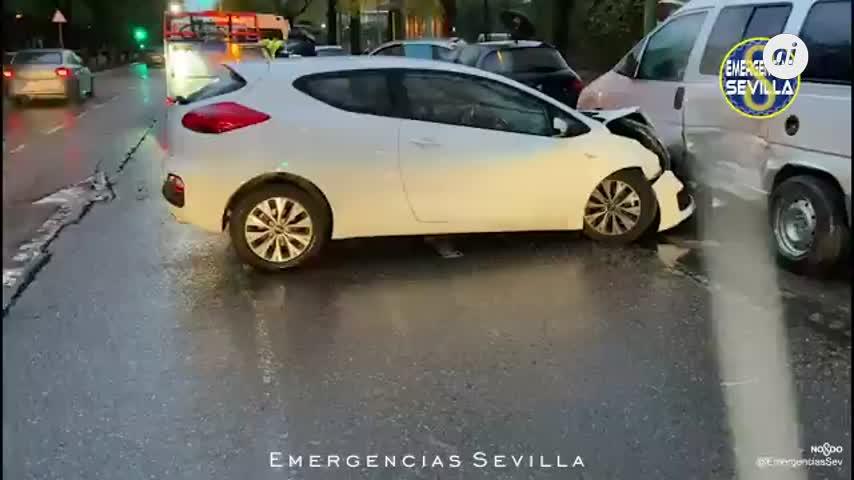 Un conductor ebrio provoca un accidente con cuatro vehículos implicados en Sevilla