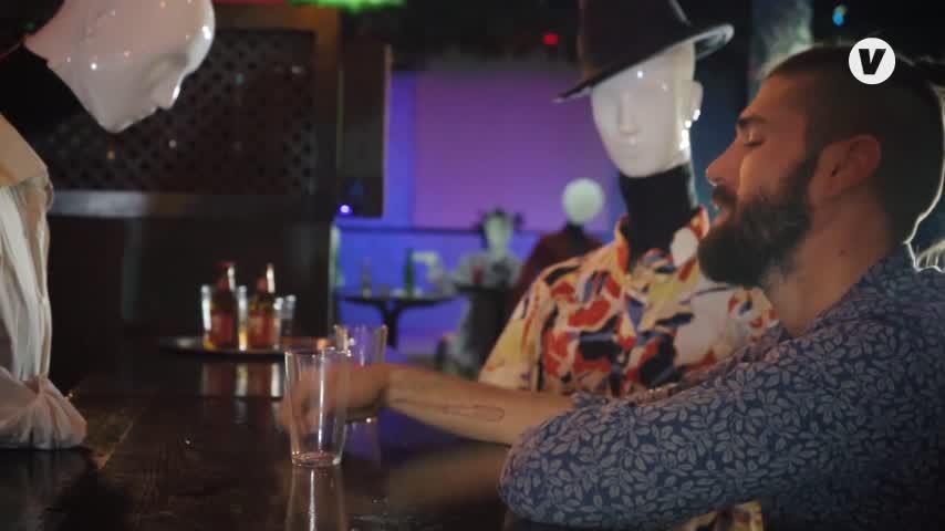Los hosteleros de Sevilla ya tienen su propio himno, 'Echo de menos los bares'