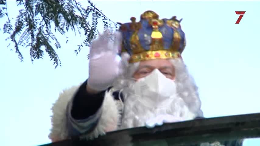 Los Reyes Magos llegan a Cádiz a bordo de carrozas estáticas repartidas por la ciudad