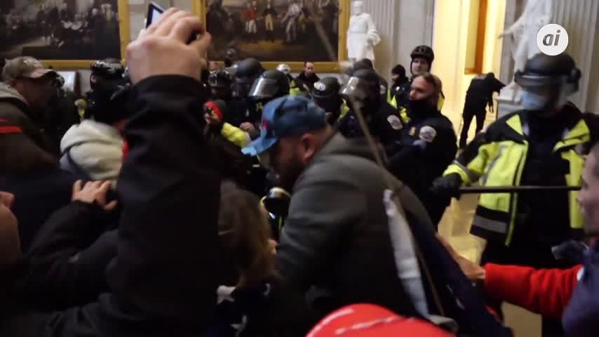 Cuatro muertos y 14 policías heridos durante el asalto al Capitolio de EE.UU.
