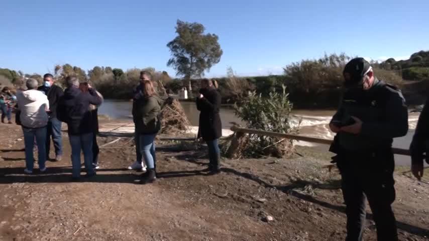 Dos fallecidos al ser su vehículo arrastrado por la corriente en Málaga