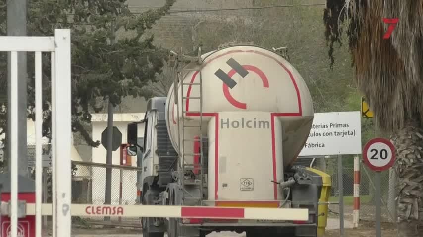 La plantilla de Holcim inicia sus movilizaciones contra el ERE