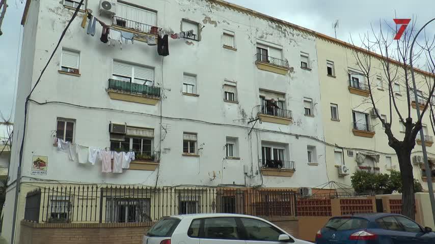 Bomberos colocan dos puntales más en una vivienda de La Constancia