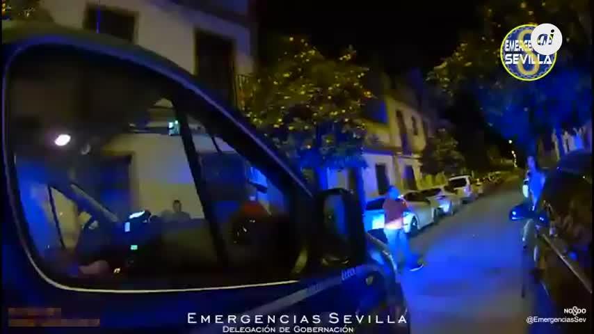Tres heridos, entre ellos un bebé, en un incendio en un piso de Bellavista (Sevilla)