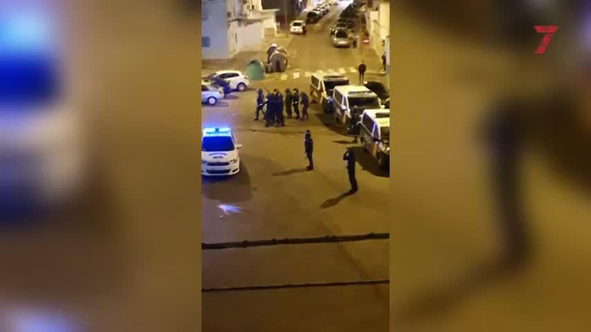 Noche de graves disturbios y cargas policiales en una barriada de la zona sur de Jerez
