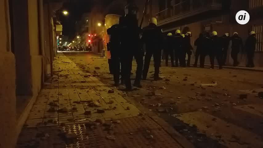 Trece detenidos, dos de ellos menores, y 19 policías heridos por disturbios en Linares