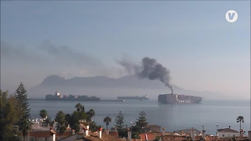 Investigan el posible episodio de contaminación de un portacontenedores en Algeciras