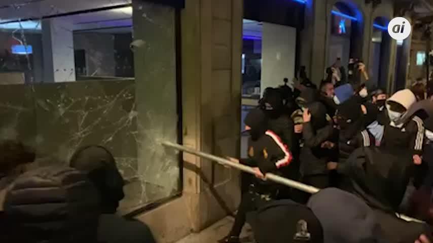 Cuarta noche de altercados en las concentraciones de apoyo a Pablo Hasél