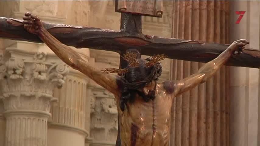 Un Vía Crucis íntimo en el que se rezó por las víctimas de la pandemia