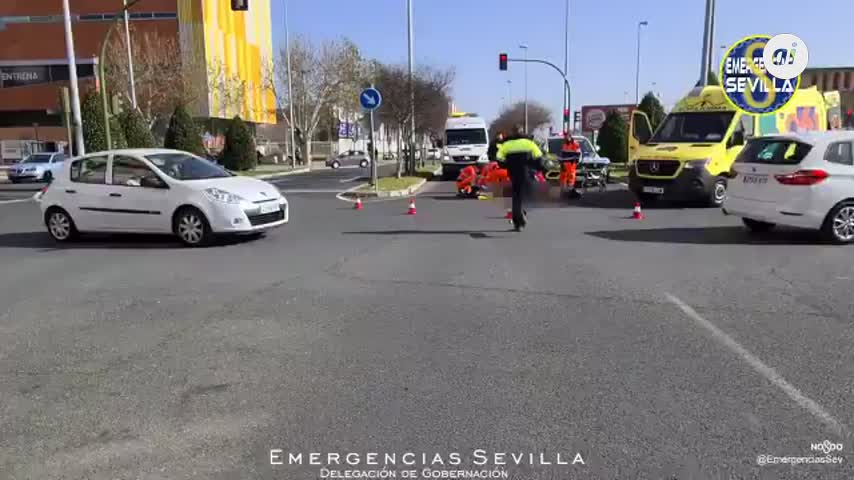 Un motorista herido en la rotonda de José Laguillo con Cavestany