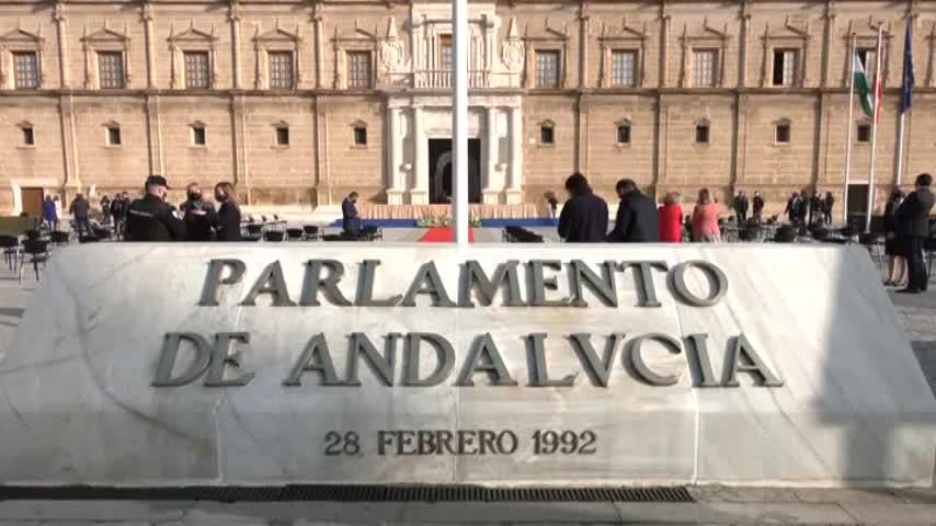 Emotivo homenaje del Parlamento el 28F a los sanitarios, que piden