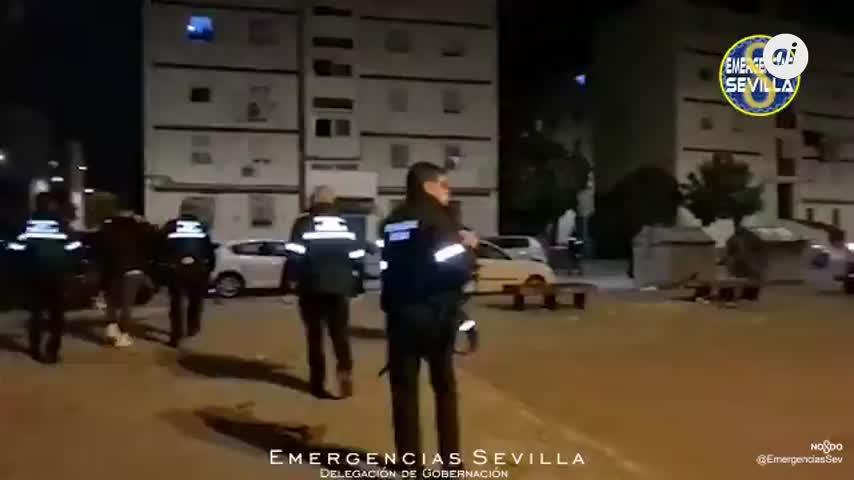 Disuelta una botellona con 60 jóvenes en el barrio de Los Pajaritos, en Sevilla