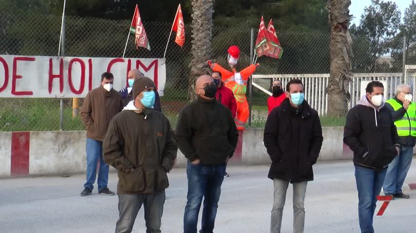 Negociación a contrarreloj para evitar los despidos en Holcim en Jerez