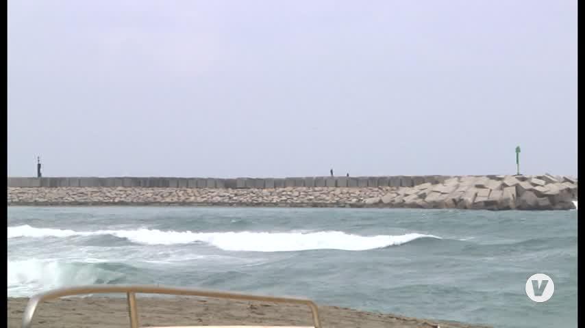 Buscan los restos de un alijo en la costa de La Línea