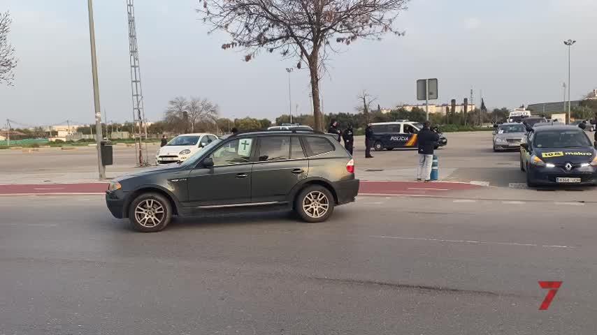 Caravana de coches de los autónomos de Jerez para pedir